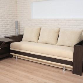 Прямой диван с баром в подлокотниках
