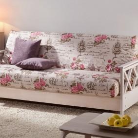 Раскладной диван на деревянном каркасе