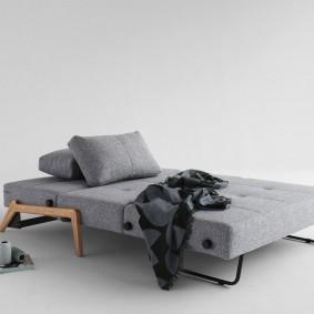 Серый диван в стиле минимализма