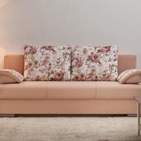 Современная модель прямого дивана в гостиную