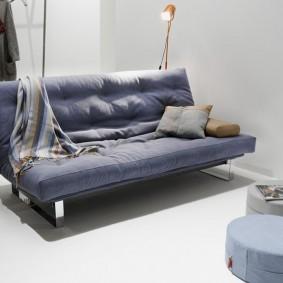 Модный диван для гостиной в современном стиле