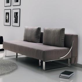 Прямой диван с хромированным декором