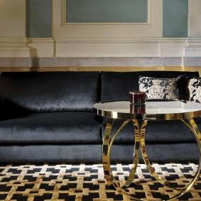 Журнальный столик с позолотой на ножках