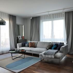 Серые шторы в угловой гостиной