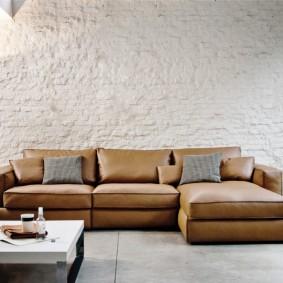 Бескаркасный диван угловой формы