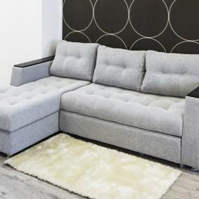 Небольшой диван с раскладным спальным местом