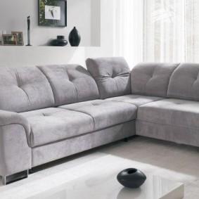 Угловой диванчик с текстильной обивкой
