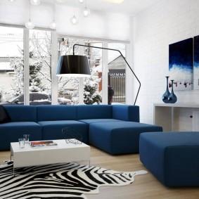 Синяя мебель в гостиной современного стиля