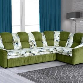 Угловой диван с комбинированной обивкой
