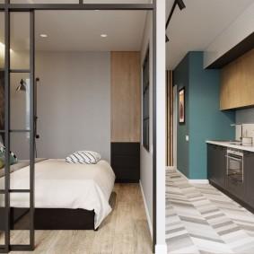 Тонкая перегородка между спальней и кухней