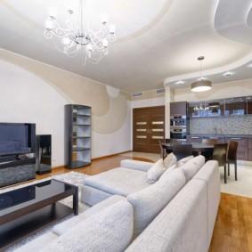 Двухуровневый потолок в квартире студии