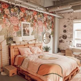Трубы вентиляции в интерьере спальной комнаты