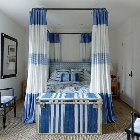 Красивый балдахин над кроватью в спальне