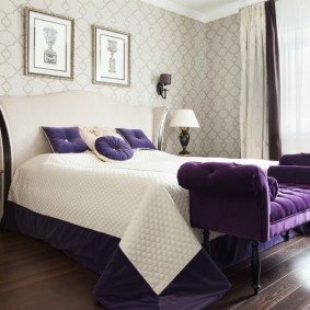 Фиолетовые акценты в интерьере спальни