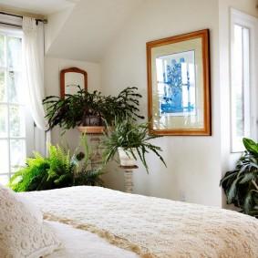 Декор живыми растениями интерьера спальни