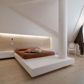 Современный интерьер просторной спальни