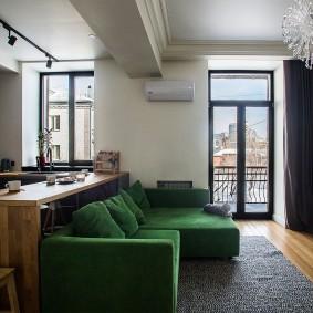 Кухня-гостиная с выходом на открытый балкон