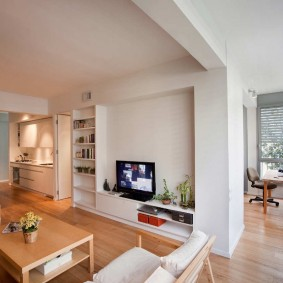 Светлая квартира с окрашенными стенами