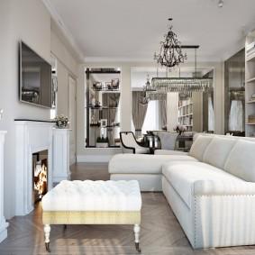 Угловой диван возле фальш-камина в гостиной