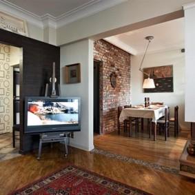 Проходная гостиная в однокомнатной квартире