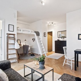 Оформление интерьера квартиры-студии с высокими потолками