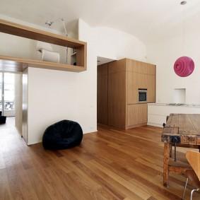 Столярный верстак в интерьере квартиры