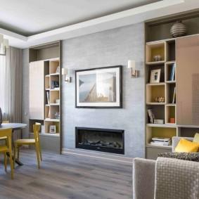 Интерьер гостиной с камином в трехкомнатной квартире