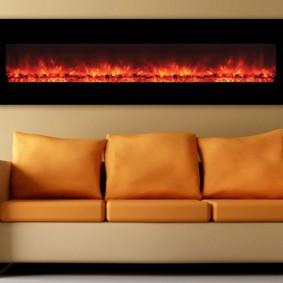 Яркие подушки на диване под камином
