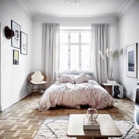 Светлая спальня в современной квартире