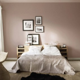 Однотонная отделка стен в спальной комнате
