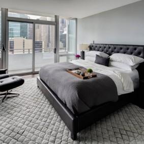 Дизайн спальни с окном во всю стену