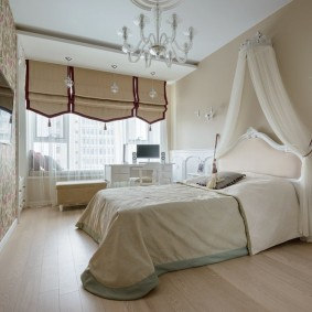 Балдахин из вуали в женской спальне