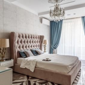 Удобная кровать с мягким изголовьем