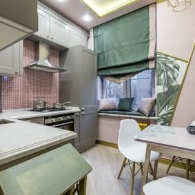 Уютная кухня в трехкомнатной квартире