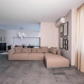 Угловой диван в квартире студийной планировки