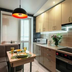 Обеденная зона в кухне городской квартиры