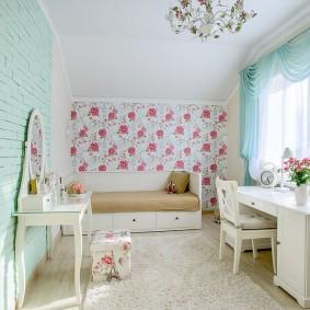 Мебель в комнате для девочки школьного возраста