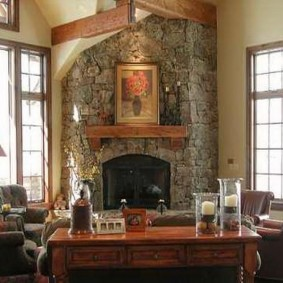 Каминная зона в интерьере гостиной комнаты