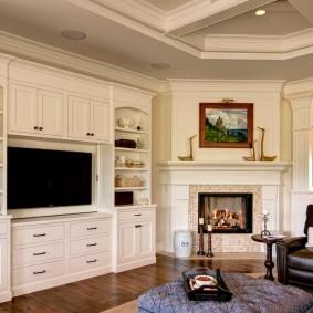 Белая мебель для хранения вещей в гостиной