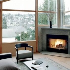 Панорамное окно в гостиной частного дома