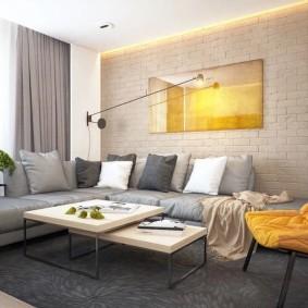 Угловой диван в зале панельной двушки