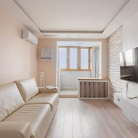 Узкая гостиная в доме современной планировки