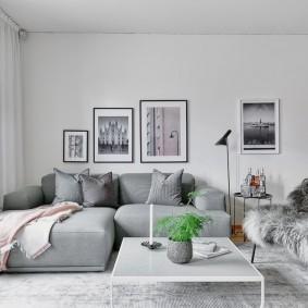Декор стены над диваном в зале