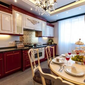 Красивая кухня в квартире с двумя комнатами