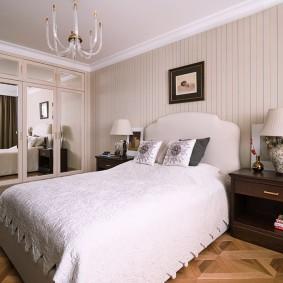 Зеркальный шкаф в интерьере спальни