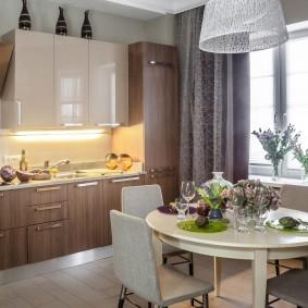 Обеденная зона на кухне в квартире