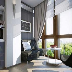 Небольшой диванчик на балконе с панорамным окном