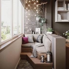 Угловой диванчик на утепленном балконе