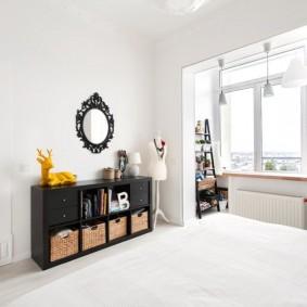 Черная тумба в белой спальне