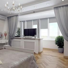Паркетный пол в спальне с балконом